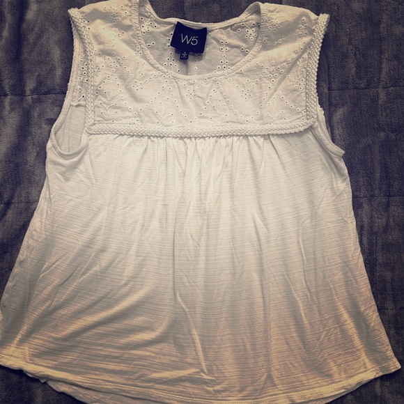 3 for $25! Super Cute white islet tank